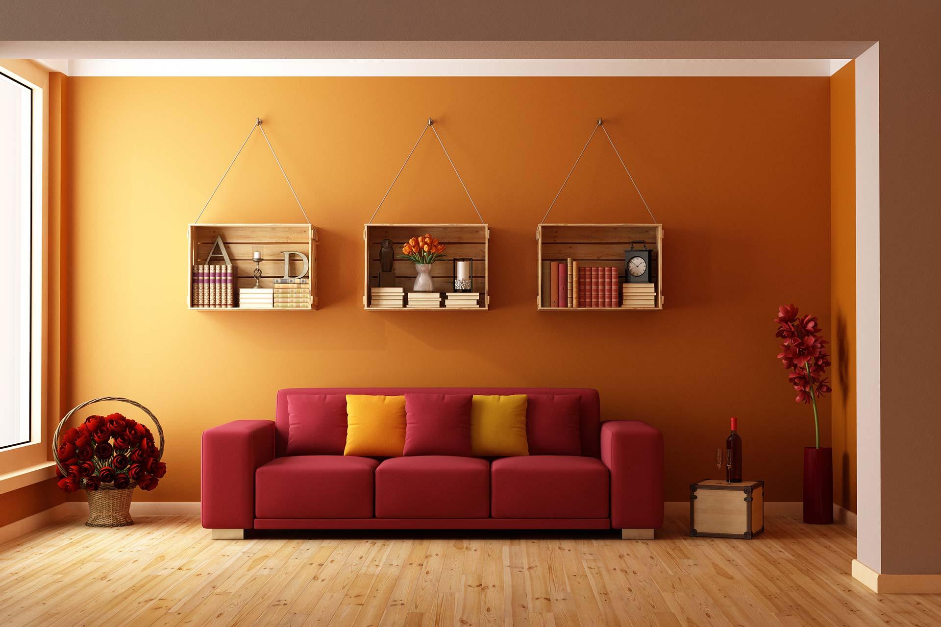 Malerarbeiten und Lackierarbeiten - orange gestrichenes Wohnzimmer mit rotem Sofa