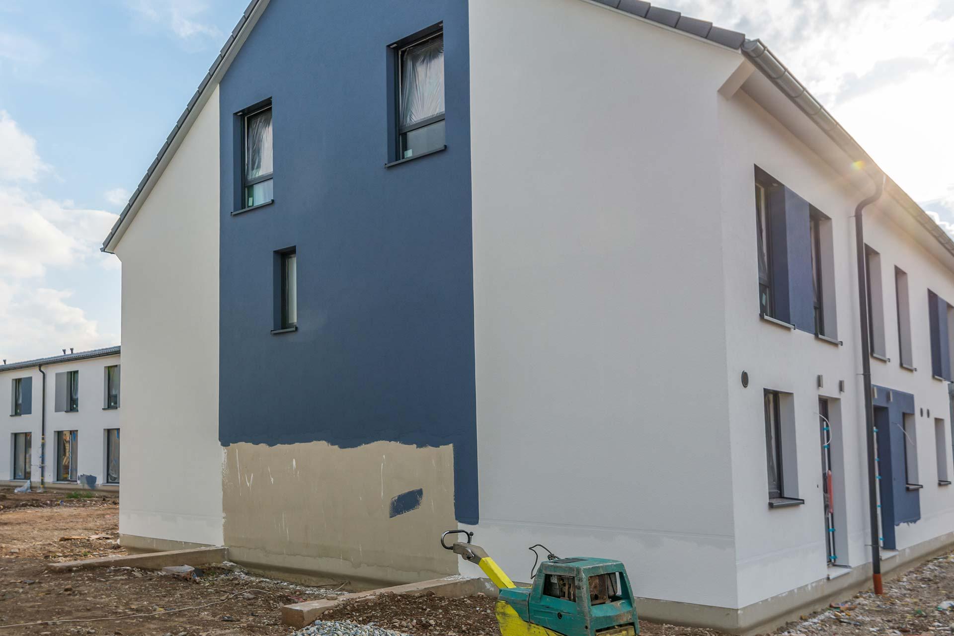 Malerarbeiten und Lackierarbeiten - Fassadenanstrich beim Neubau