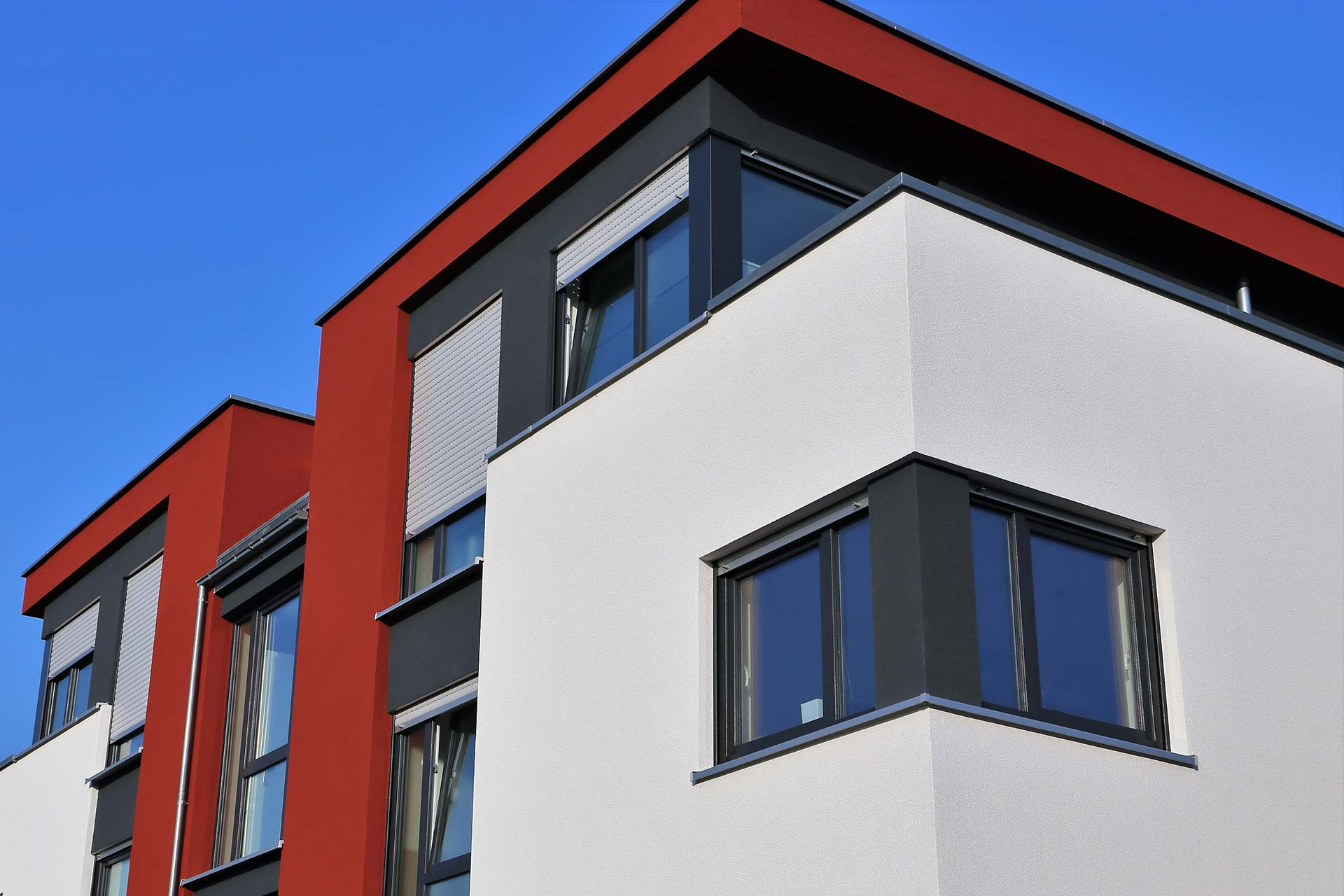 Malerarbeiten und Lackierarbeiten - Wohnhaus mit modernem Fassadenanstrich